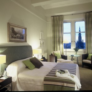 The-Balmoral-Edinburgh-View-towards-the-Scott-Monument-and-Edinburgh-Castle-from-Superior-Deluxe-Bedroom-813_resize